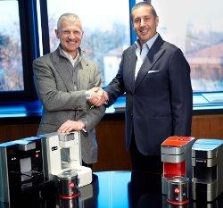 """Partnership tra illycaffè e Indesit Company nel mercato del caffè in capsule con una nuova linea di macchine per il caffè espresso """"Hotpoint for illy"""""""